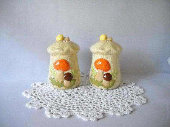 Vintage Shakers Salt & Pepper Shakers Ceramic Yellow Retro Groovy Mushrooms