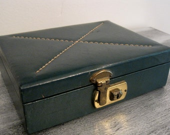 """Sweet Petite """"X"""" Stitched Top  Green Vintage Jewelry Box"""