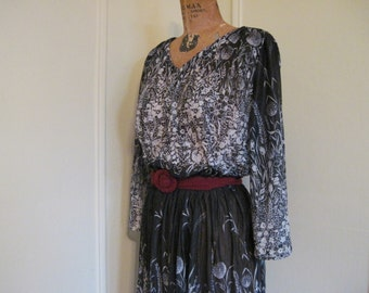 vintage 1980s Black and White Floral Silhouette Semi Sheer Boho Dress - size large to extra large