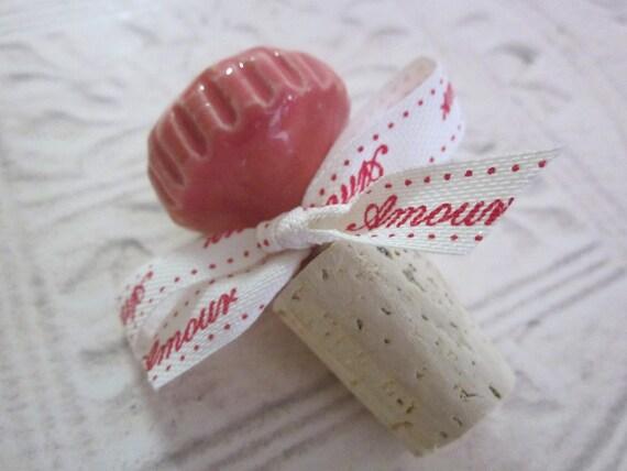 Tappo di bottiglia di vino in corallo con cravatta a nastro for Bottiglia in francese