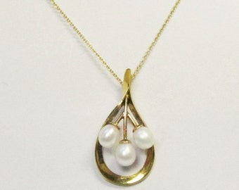 Moins Que Demain Vintage Gold and Pearl Pendant with Chain