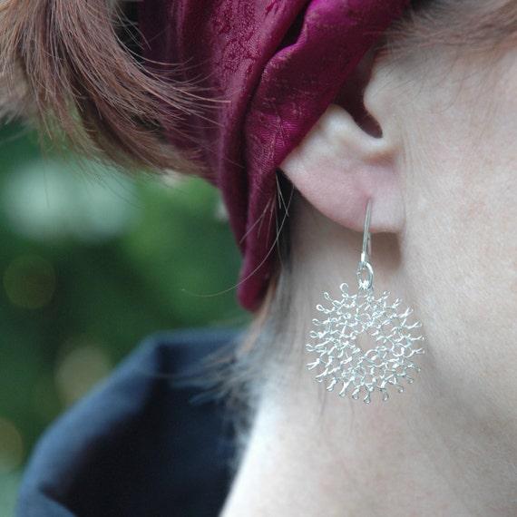 Small Flower silver earrings Wire crochet white flower Dangle earrings Knitted jewelry fashion Silver wire lace