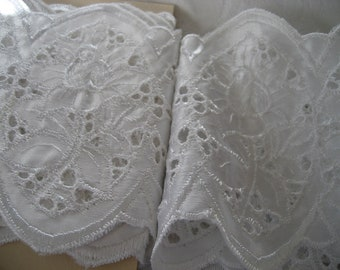Wide VINTAGE White Satin Cutwork & Embroidered Flower Lace Applique Trim Yardage