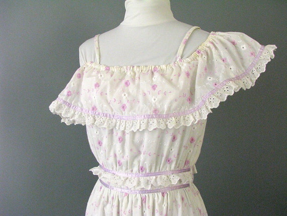 Vintage 1970's Lavender and Eyelet Boho Prom / Party Dress, Tiered Prairie Dress, Modern Size 4, Extra Small