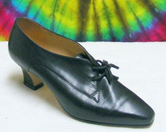 5.5 M vintage 80's ladies black leather NINE WEST lace-up heels oxfords shoes