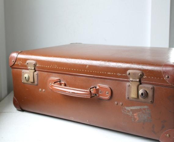 rare 1930s vintage suitcase. Echt Vulkanfiber, plaid lining. Chestnut brown. German Art Deco  / the SCHNITZEL luggage
