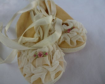 Vintage Frilly Ruffle Mrs Days Baby Bootie Shoes Size Zero