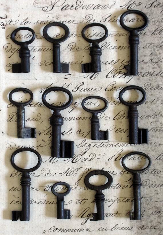 Vintage Antique Tiny French Brocante Skeleton Key