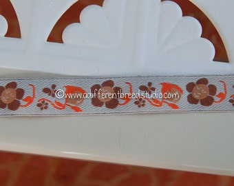 Pixies and Daisies - 3 yards Vintage Fabric Trim Embroidered 60s 70s Juvenile Novelty New Old Stock