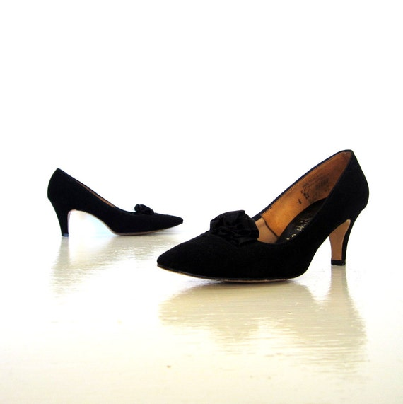 Vintage 60s Heels / Black 1960s Pumps / Satin Rosettes / Size 6 / Wedding Shoes