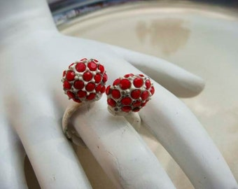 Groovy Vintage 60s ring white with red rhinestones adjustable