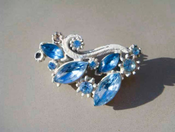 Vintage White washed brooch blue rhinestones