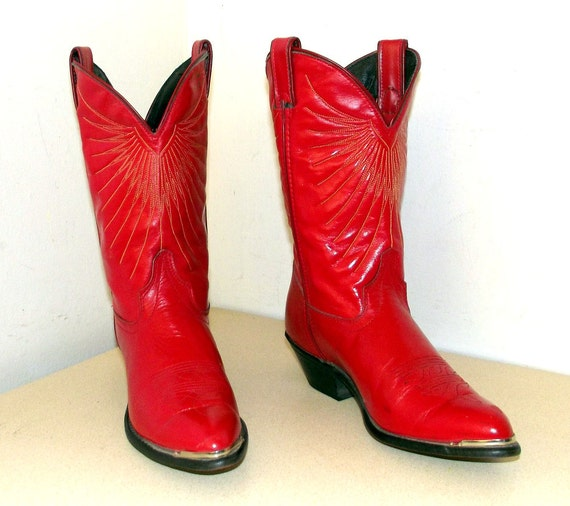 Red leather Laredo cowboy boots in a cowgirl size 7 M with Express Mail shipping