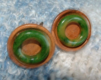 Vintage Bakelite and Wood Clip Earrings in Marbled Green and Yellow