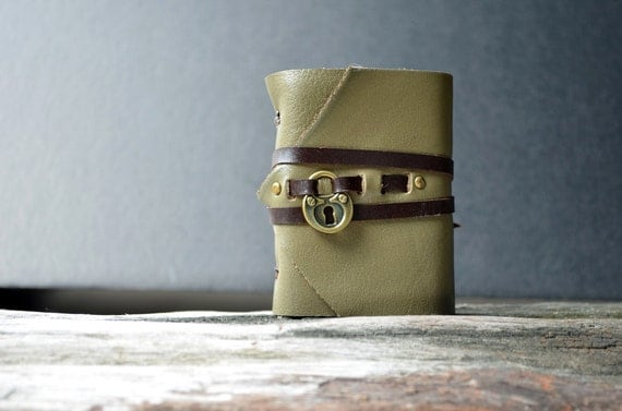 MiniBook A8 Heart lock & Olive Green leather