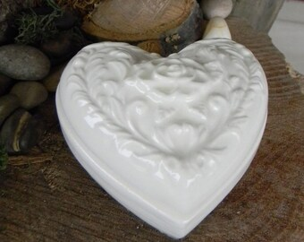 Heart Trinket Jewelry Box - Roses in detail - footed vintage design Ceramic