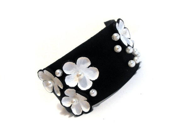 Elegant leather bracelet with flowers Black and white color
