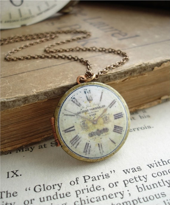 GALERIES PARISIENNES - Vintage Locket Necklace. Brass and Copper Round Keepsake Locket with Antique French Clock Image. Rustic Jewelry.