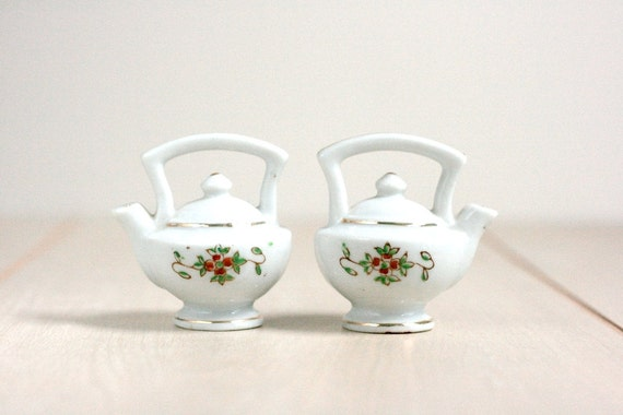 Vintage Teapot Salt and Pepper Shakers