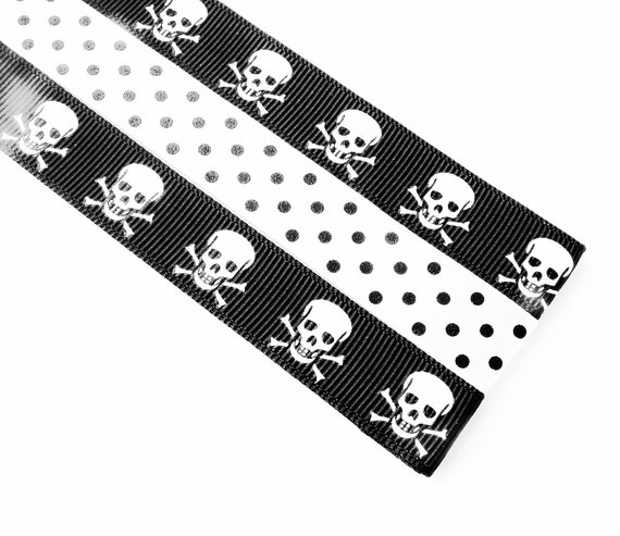 Pattern Place Keeper - Magnet Bookmark - Knitting Crochet - Black and White Skulls
