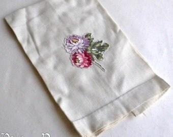 Applique Mums Hand Towel 1940s Linen