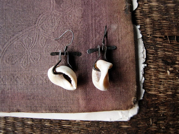 neolithica - artisan made earrings - eco friendly - hammered steel - shell fragments - modern primitive