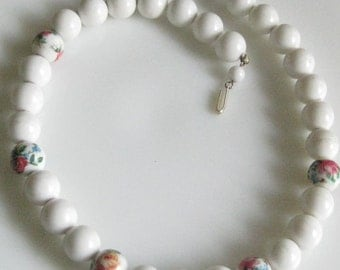 Vintage White Floral Beads Choker Necklace Signed Hong Kong