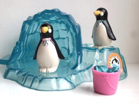 Kenner Littlest Pet Shop -- Pete & Penny Penguin vintage sea world toys