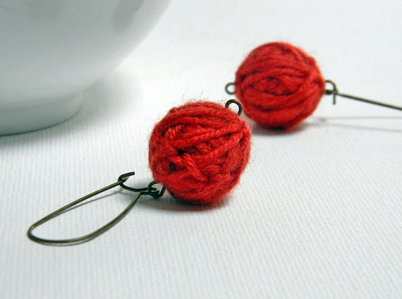 Red wool yarn beads earrings Tina, brass earwires, handmade wool balls, round earrings, beaded earrings, eco friendly