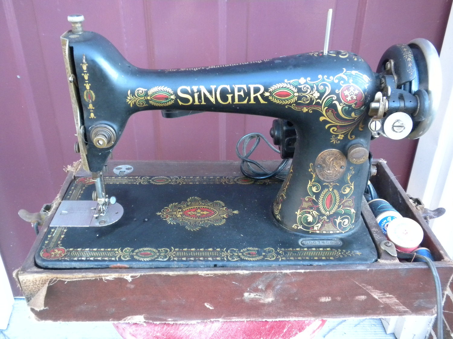 Vintage Antique Singer Sewing Machine 1910 Electric By