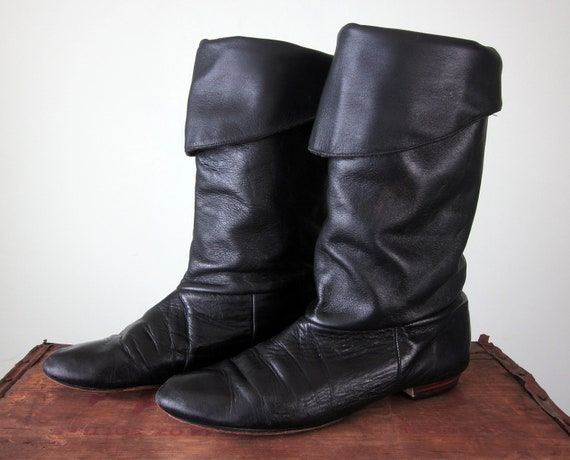 80s boots / black leather tall flat knee fold over pirate slouchy (10 / 42)