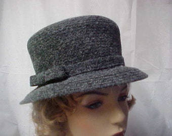 Grey tweed bucket hat with Betmar label- New York- size 22 1/2 inches