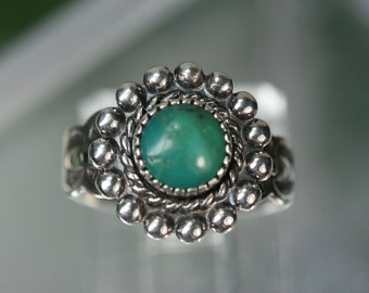 Ring- Vintage Sterling and Turquoise Southwestern Design Ring