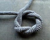 Simple celtic knot made in fine cotton crochet