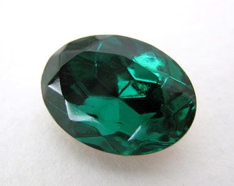 Vintage Swarovski Crystal Rhinestone Emerald Oval Faceted Jewel 18x13mm swa0290 (1)