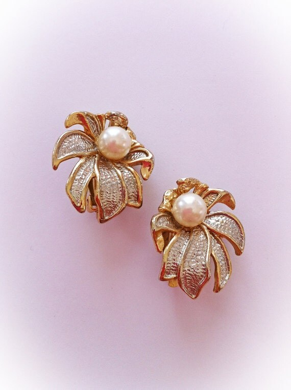 Vintage Flower and Faux Pearl Clip on Earrings