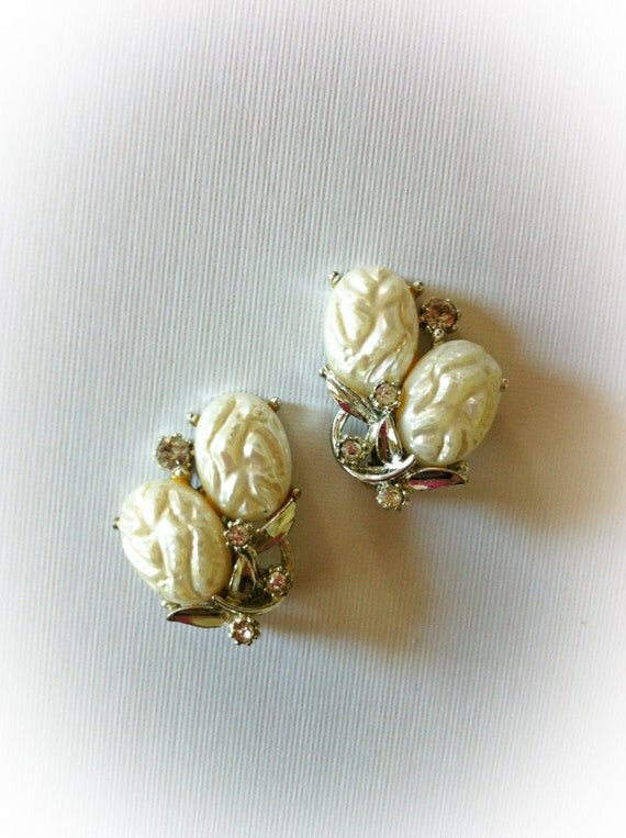 Vintage ART White Plastic Earrings With Rhinestones Clip On
