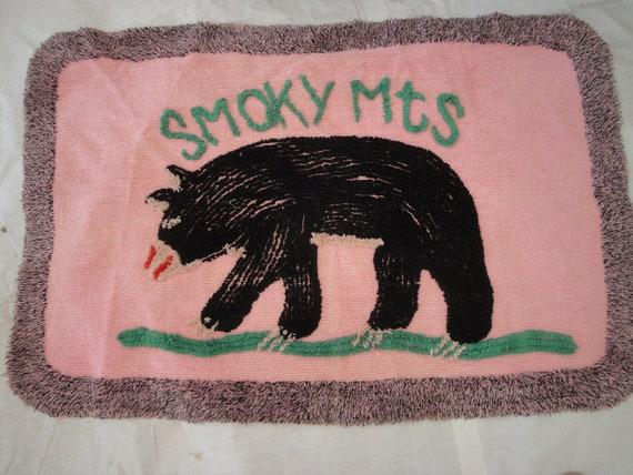Throw rug / bath mat /  black bear / pink / black  / vintage / collectable / 23x42