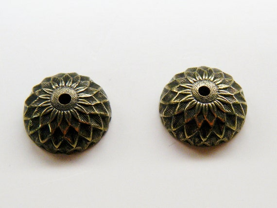 Acorn Bead Caps in Antiqued Brass 6 bead caps OBAntBrasAcorn