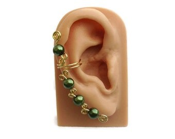 Ear Cuff Green Pearls