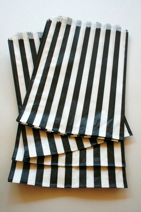 Set of 100 - Traditional Sweet Shop Black Candy Stripe Paper Bags 5x 7 Size - New Style