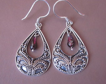 Balinese sterling silver Garnet Dangle earrings / silver 925 / Bali handmade jewelry