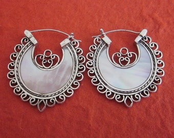Balinese Sterling Silver White Mother of Pearl Hoop Earrings / Bali handmade jewelry / silver 925