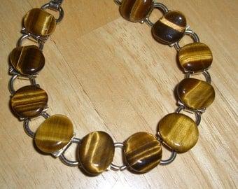 VINTAGE COSTUME JEWELRY   / Cat eye bracelet