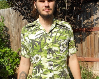 1970's Short-Sleeved, Cotton, Green/White Tropical Island Print Shirt - Size M