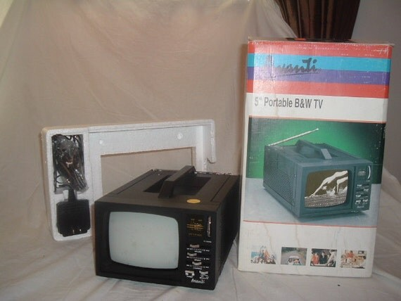 Vintage Avanti 5 Inch Portable Black And White Tv