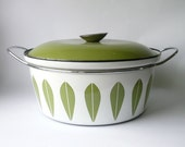 Everybody loves Catherine Holm, Lotus leaf pot, avocado green, 10 inch,