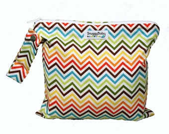 Wet Bag For Cloth Diapers, Wet Swimsuits, Mama Cloth, and So Much More  - Rainbow Chevron - FAST SHIPPING - Diaper Bag Essential