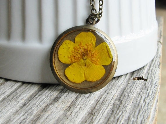 Real Buttercup Flower Necklace Resin Pendant Pressed Swamp Buttercup Prairie Flower Botanical Jewelry Nature Inspired Bridal Jewelry Garden