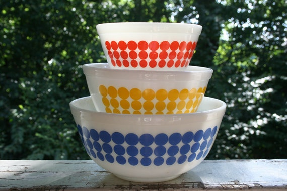 Vintage Pyrex Nesting Bowls in the New Dots Pattern